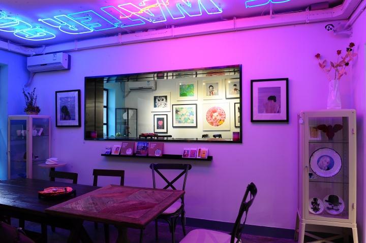 每一个展示空间都将餐饮和艺术品以某种主题契合