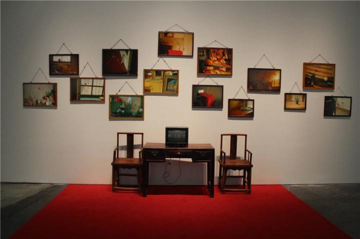 """胡柳混合媒材装置《信天游》,承载革命与历史的""""信天游""""在当下获得新的形式与内容,被还原至每个人的日常生活及故事中。"""