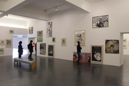 中间美术馆一层展厅中部