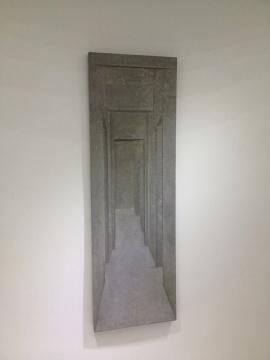蔡磊的《毛坯房之七/楼梯》在水泥材质中营造了透视感