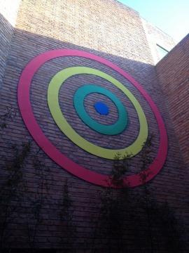郑国谷借用庭院的墙面创作了《砼世界-寻找隐秘的维度》