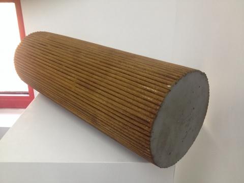 于吉的《污垢1412》,有人质疑为什么不将作品立起来?