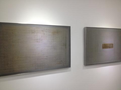 杨铭的作品《最初的动机》、《最后的仪式》在材质和边框的搭配上十分出色