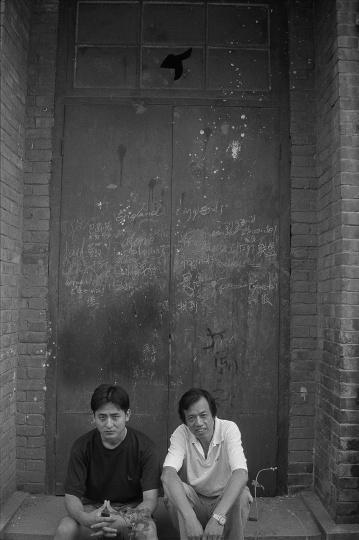 尚扬与他的学生曾梵志在一起,1991 年8 月,武汉