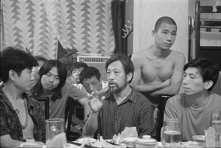 温普林、宋永红、栗宪庭、方力均、范迪安等谈论当代艺术,那天的话题很广阔,1992 年,北京,中央美院