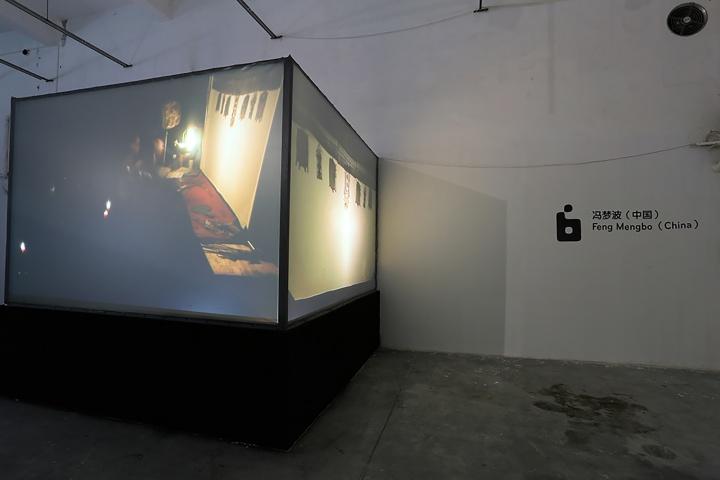 冯梦波2007年创作的作品《皮里春秋》曾在奥地利格拉茨美术馆展出 对于动画的鼻祖——皮影戏无疑在回应着历史的主题