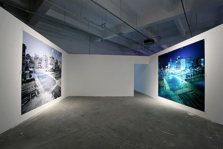 """台湾60年代出生的艺术家袁广鸣2002年创作的作品""""城市失格"""" 系列,使用传统 4×5 的相机在同一个点(景),前后 2 个月不同时间俯瞰拍摄台北西门町 近 300 多张影像完成"""