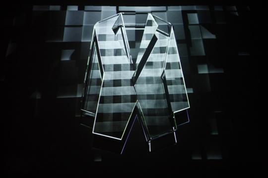 """《时装男士》""""时装新大陆艺术展""""中张泽洋平的作品《Berluti,愈时尚,愈艺术》"""