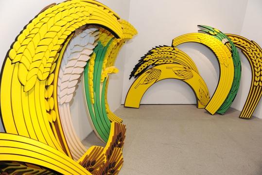 由空白空间推荐艺术家刘辛夷的作品《余粮》 在黄色泡棉的重塑和放大中,寻找当下政治语境的重新布列,已完成艺术家个体获得世界观解放的途径