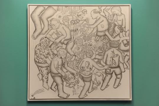 """张婧用其直接平淡的铅笔画,将""""不可能的规则""""释放在画面之中,构建出自我情感的宣泄"""