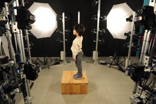 """来自现场艺术项目人赵昕的""""YouCan3D""""照相馆,参与的公众都可以得到一份3D打印模型"""