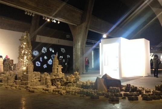 徐跋骋《梦之舟》 尺寸可变 水泥、泥浆、沙子 2013