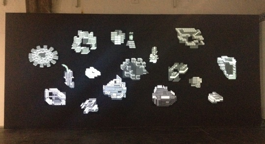 张文超 《围城游戏2:不确定剧本》 尺寸可变 动画、布面装置 2015