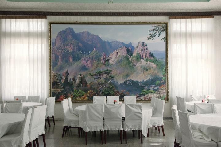"""""""朝鲜风景"""",并置真实与图像"""