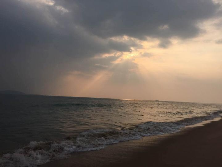穿透云的光,总是充满神性的