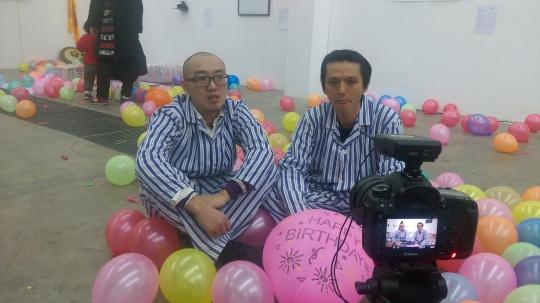 李子沣(左)、张磊(右)在接受媒体采访