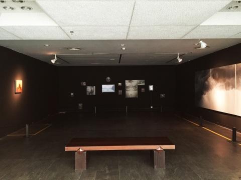 杨帆绘画装置作品《父亲》,这组关于一位患有13年帕金森并做过3/4胃部切除手术的老者——杨延顺,逝世前18个月前的视觉报告。