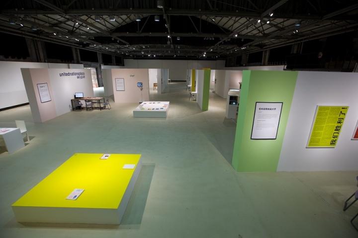 """2011年,""""小运动——当代艺术中的自我实践""""是由刘鼎、卢迎华和苏伟构思、发起和组织的一个进行中的研究、讨论、出版和展览计划。"""
