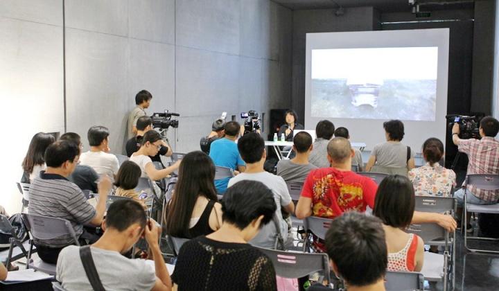 第七届深圳雕塑双年展期间,邀请了十位艺术家对其艺术创作进行交流。
