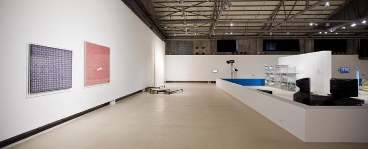 """2012年,由刘鼎、卢迎华和苏伟三人组成的策展团队提出""""偶然的信息:艺术不是一个系统,不是一个世界""""作为第七届深圳雕塑双年展的题目"""