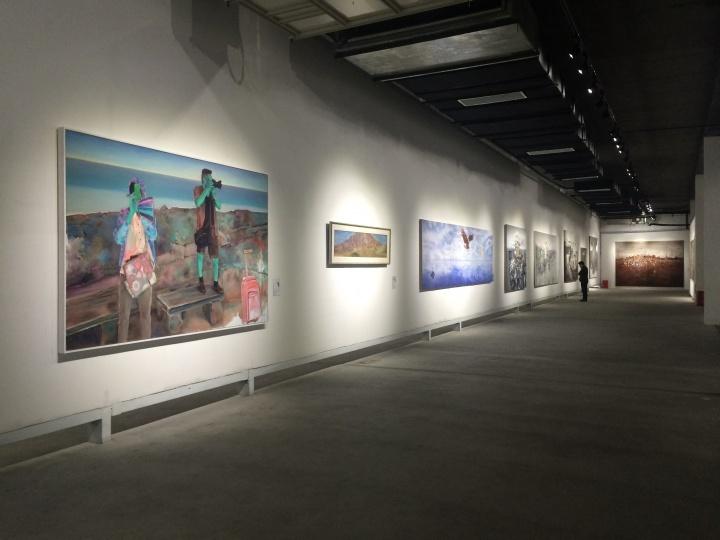 """何桂彦策划的""""社会风景——中国当代绘画中的风景叙事"""" 展览现场"""