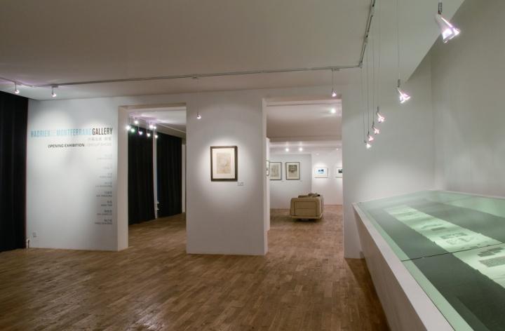 七星东街二楼的HDM画廊内景,老式木地板和洁白的墙面打造着一个有特别气场的空间