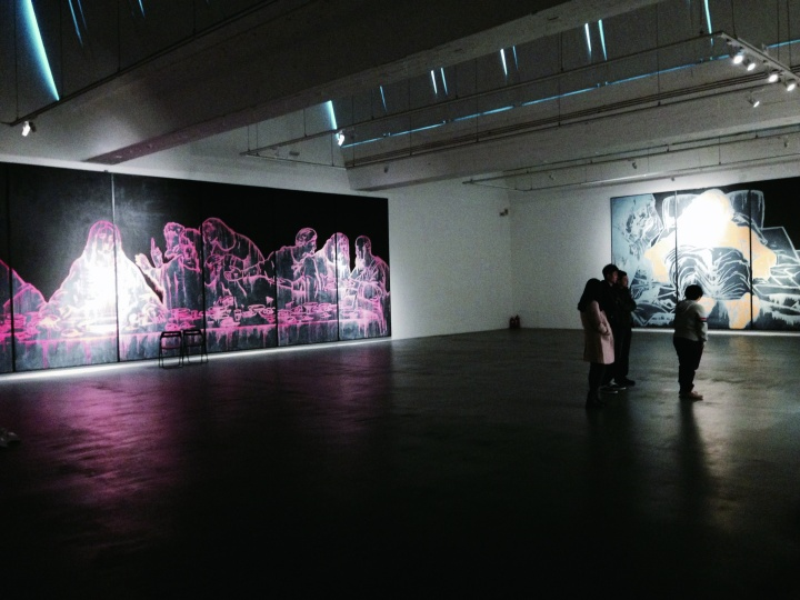 """2014年11月,泉空间展出了王广义全新个展""""偶像的底片"""",将目光投向了对当代艺术家新创作的思考"""