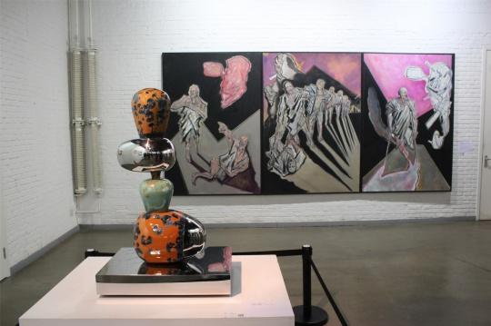 鸿韦雕塑与宋佳益三联油画