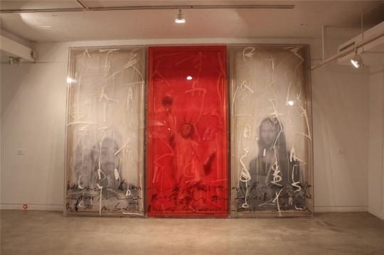 薄纱包裹画布,消解掉名画 2007年作品《无题》