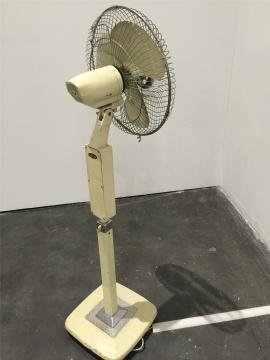 王鲁炎装置作品《Q电扇-80年代的风》