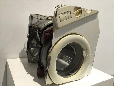 刘韡作品 《看见的就是我的》系列包括电冰箱、饼铛、洗衣机等