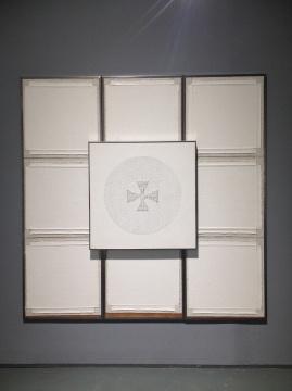 陈彧凡 《日常行为NO.2》 235×235cm 布面丙烯综合技法、木板 2012-2013