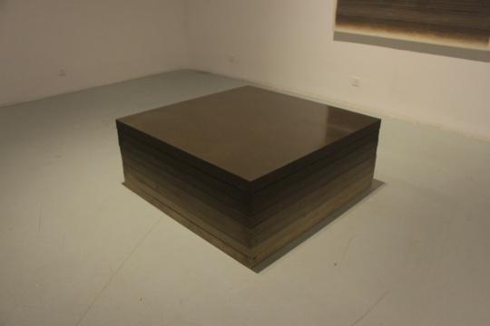 一层展厅 装置作品着重于媒介材料的艺术潜在表现及手法