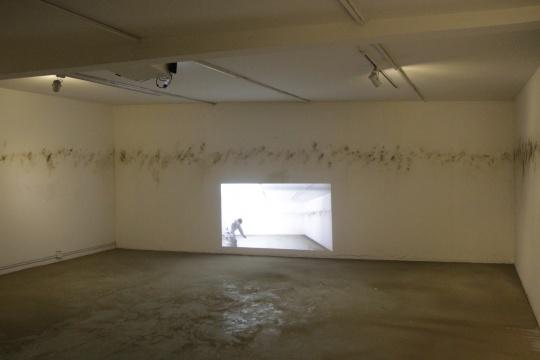 三层展厅 《地平线》200×150cm 录像装置 2015
