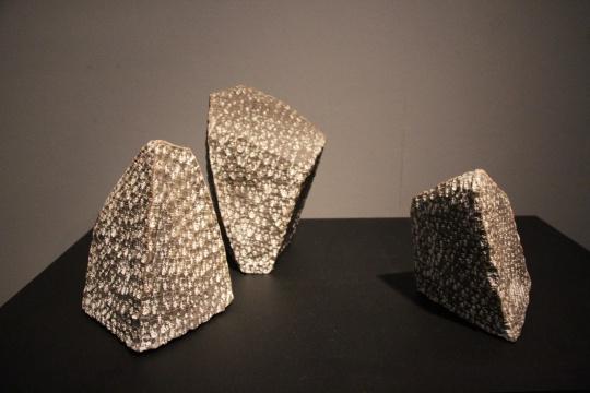 考夫曼 《石块3件》无固定尺寸黑陶2006