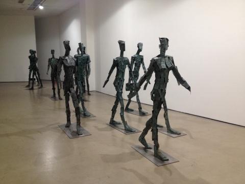 《行走的财富》 高200cm 青铜、不锈钢 2007