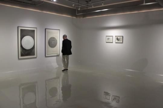 陈彧君作品 左边为《无题4 》、《无题3》 66×115cm 纸本色粉、铅笔 2007
