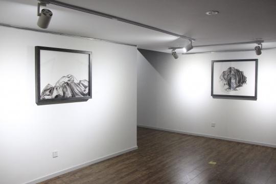 左《沉浮 之九》 70×90cm 布面油画 2015