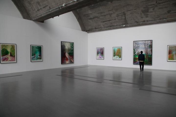 """佩斯北京,大卫·霍克尼个展""""春至""""展览现场,这些iPad绘画的质感介于绘画和摄影之间,摄影:吴丹丹"""