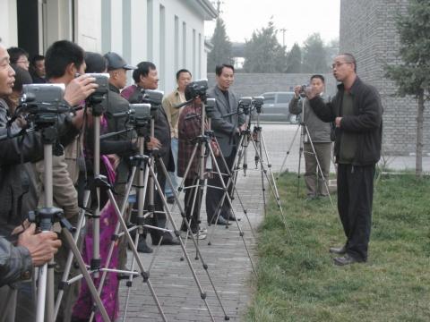 吴文光创作作品过程——训练村民
