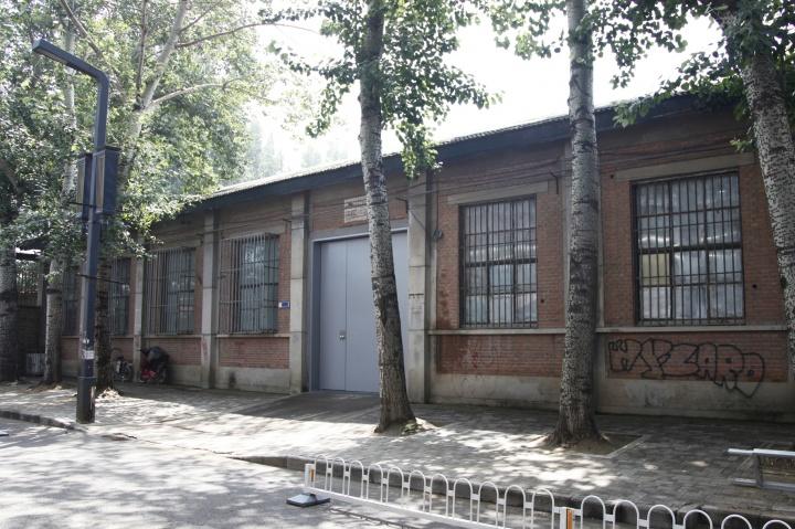 2006年,北京公社从草场地迁至798艺术区