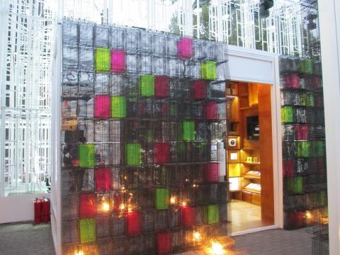 《聚宝苑》由新加坡设计公司Kinetic策划,展出新加坡50家创意团体的作品。