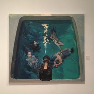 2015年作品《水屏》,以水作为区隔为两个世界,内外的人互为彼此,彼此参照
