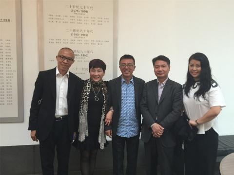 部分出席嘉宾合影:长征空间卢杰、收藏家Jane、刘小东、苏州博物馆馆长陈瑞近、UCCA CEO薛梅