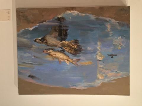2015年作品《飞行》,飞鸟与鱼倒置的方式出现在画面中,以此隐喻为依托,象征多元物种尤其人类的生存处境