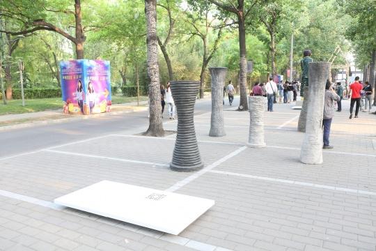 海宁 奥拉夫 艾斯佩达《双曲线体》水泥、钢筋、颜料、蜂腊