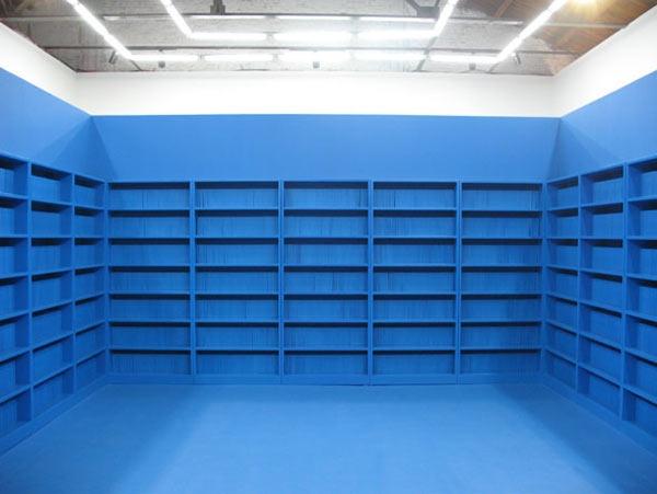 """2008年,政纯办个展""""图书馆""""展览现场"""
