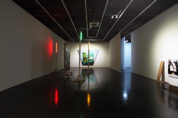 """2013年,仇晓飞个展""""劳申伯格说,拐杖总比画杖长""""展览现场"""