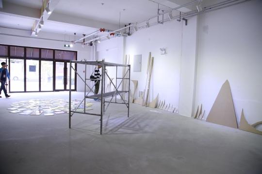展厅空间呈带状分布,数十个展厅构成