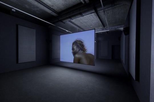 McQueen的录像作品《Ashes》